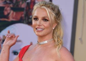 Britney Spears Looks Stunning On the Beach in a Seductive Red Bikini